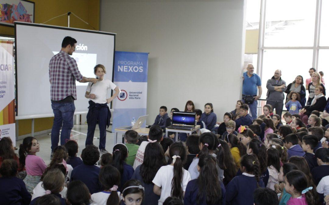 El científico Fabricio Ballarini interactuó con estudiantes