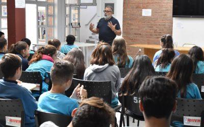 El divulgador científico Mario Vázquez visitó la UNVM