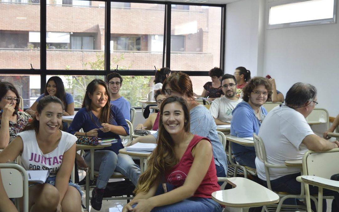 Estudiantes de Sociales debaten en Córdoba